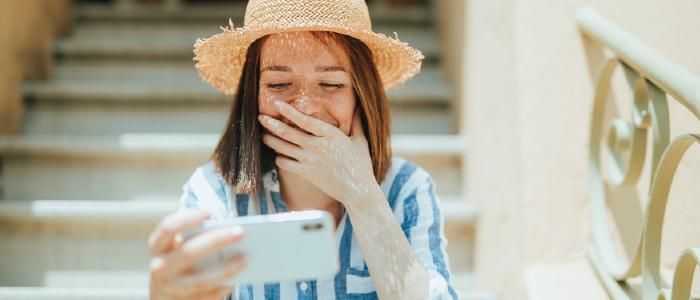 В чем разница между комьюнити-менеджментом и клиентским сервисом в социальных медиа?